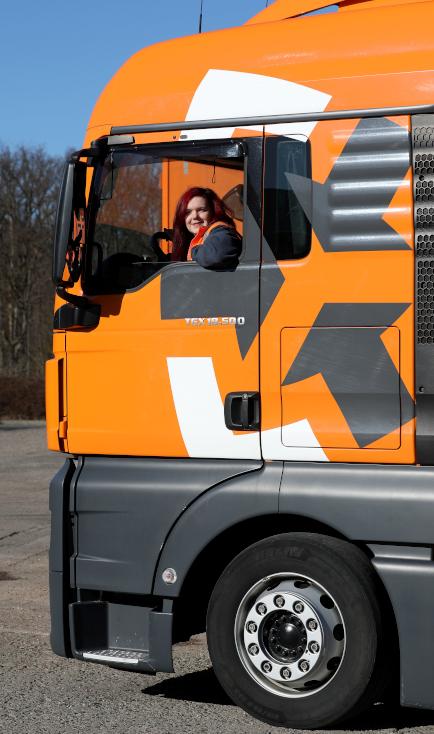 Auszubildende Ann-Katrin-Mueller Berufskraftfahrerin
