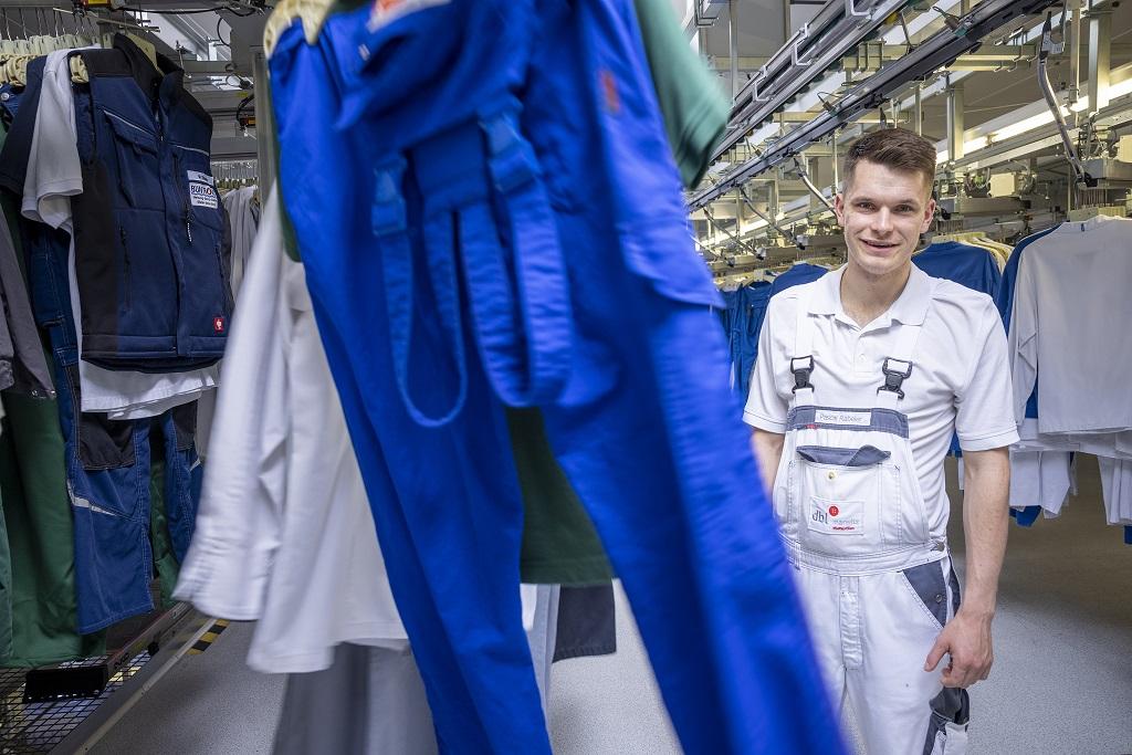 Pascal macht eine Ausbildung zum Textilreiniger in Lüneburg