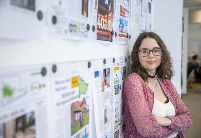 Selina in der Redaktion der EJZ, Ausbildung Kauffrau für Büromanagement